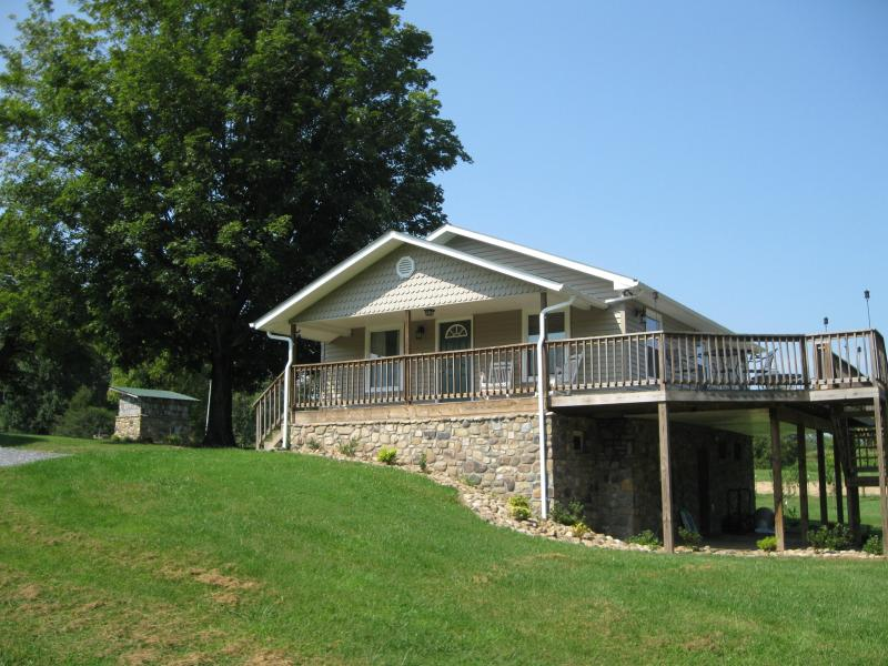 Riverside Cottage - Watauga River Farm Cottage Vacation Rental - Johnson City - rentals