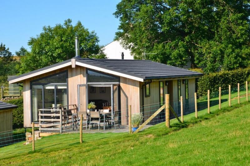 CARROCK LODGE, Paddigill Farm, Caldbeck, near Keswick - Image 1 - Caldbeck - rentals