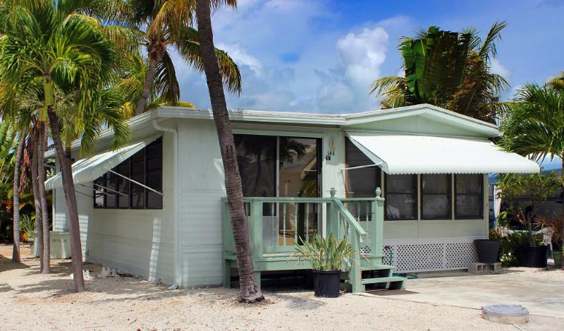 Your Tropical Cottage awaits... - TROPICAL VACATION--CUDJOE KEY, MM 23 - Cudjoe Key - rentals