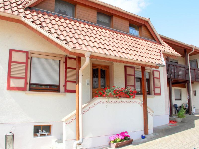 Vacation Apartment in Rheinhausen (Breisgau) - 1453 sqft, newly renovated, bright, spacious (# 9383) #9383 - Vacation Apartment in Rheinhausen (Breisgau) - 1453 sqft, newly renovated, bright, spacious (# 9383) - Rheinhausen - rentals