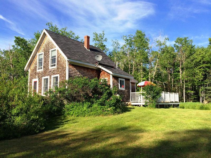 Your own Maine island house. 100 year old cottage with awesome deck. Private. - Crow's Nest: 100 Year Old Islesboro Island Cottage - Islesboro - rentals