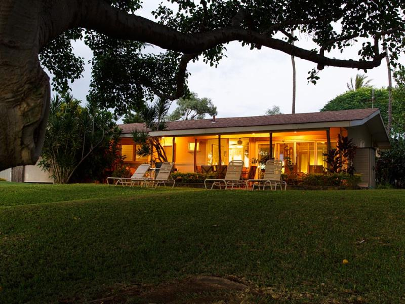 Looking at home from the beach in the early evening - Kihei Maui Private Beachfront House Sleeps 6 - Kihei - rentals