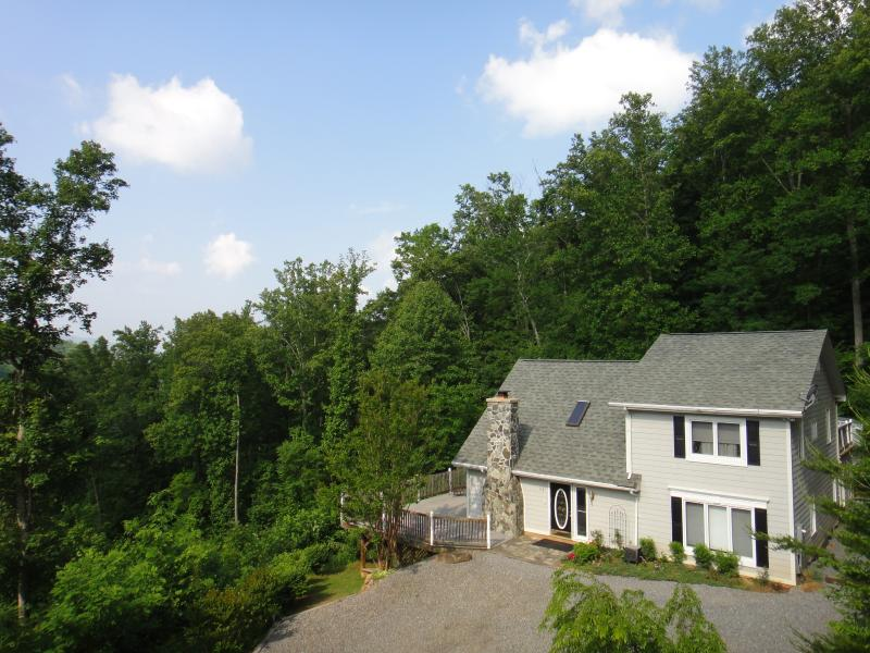Asheville Lookout Chalet - 15 wooded acres - Lookout Chalet - Hot Tub, AC, WIFI, 8 Guests, Pets - Swannanoa - rentals