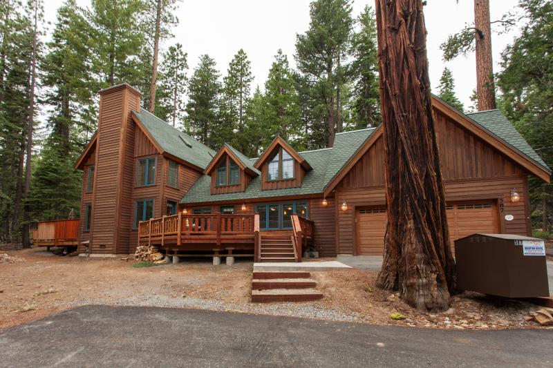 Tallac Lodge Luxury Rental - Hot Tub, Dog Friendly - Image 1 - Carnelian Bay - rentals