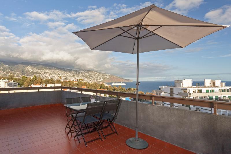 Casa Branca 1, stunning balcony views - Image 1 - Funchal - rentals