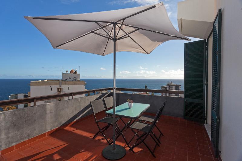 Casa Branca 2, stunning balcony views - Image 1 - Funchal - rentals