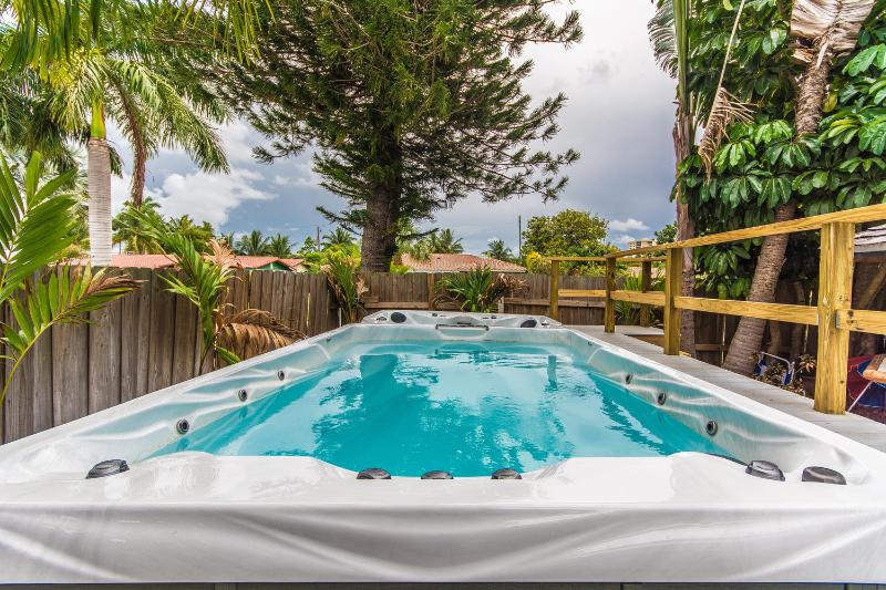 Real Estate Gizmo Oleander House walk to the beach - Image 1 - Fort Lauderdale - rentals