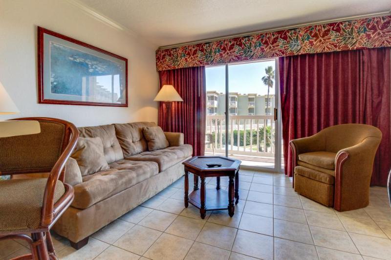 Gulf front condo w/ great balcony & community pool & hot tub - Image 1 - Galveston Island - rentals