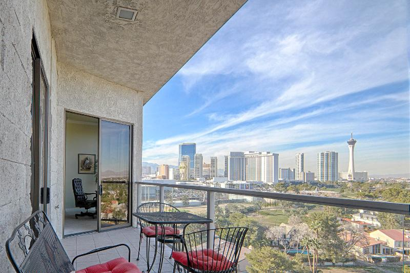 Skyliine view from the private patio.  Also, shows access to2nd master bedroom. - ***LAS VEGAS PENTHOUSE WITH BREATHTAKING VIEWS*** - Las Vegas - rentals