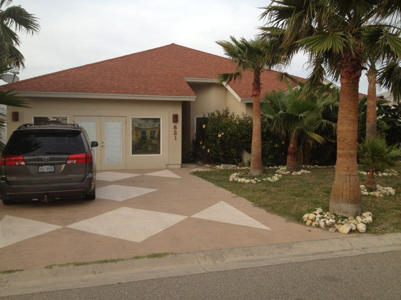 Sandy Lane Getaway - 621 Sandy Lane, Port Aransas, Texas - Sandy Lane Getaway! -- Golf Cart Included - Port Aransas - rentals