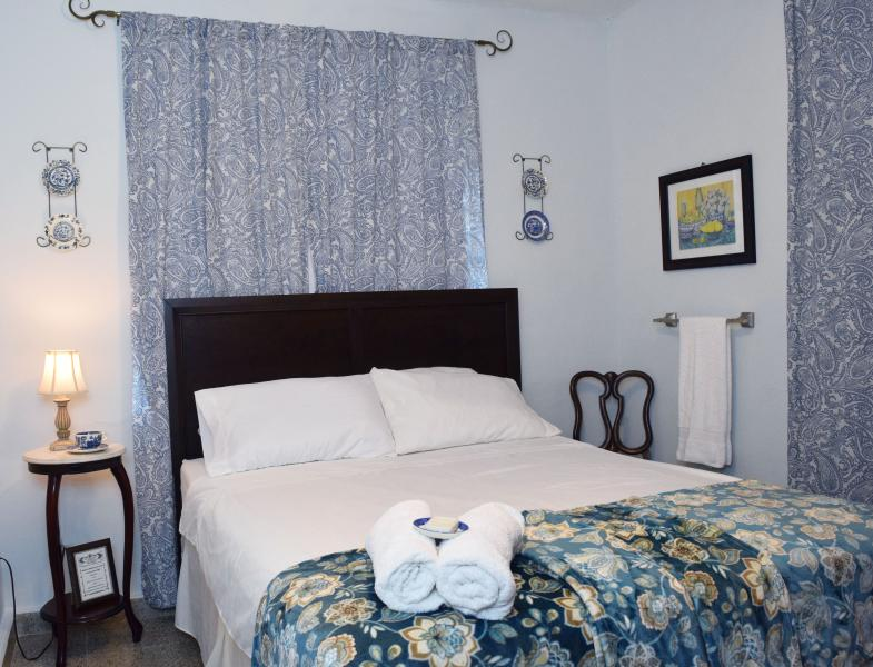 Blue Room  WIFI Breakfast Included A/C Shared Bathr #sansebastianbb - Nice B&B rooms near Gozalandia, explore the West! - Rincon - rentals