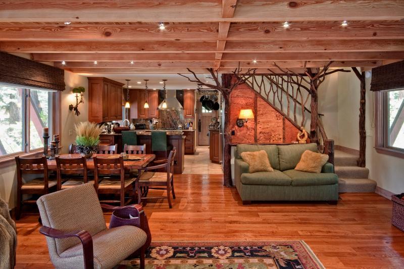 Weil Luxury Vacation Cabin - Walk to Beach - Image 1 - Agate Bay - rentals