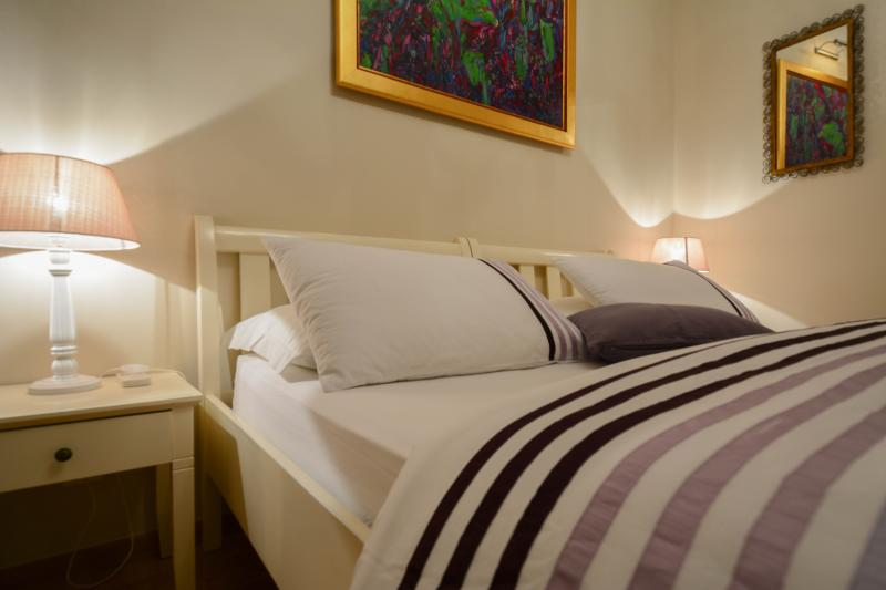 queen size bed - Villa Olivia- Chocolate Studio in City Center - Split - rentals