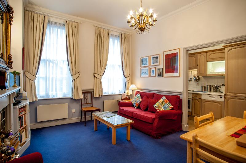 A comfortable one-bedroom flat in the City. - Image 1 - London - rentals