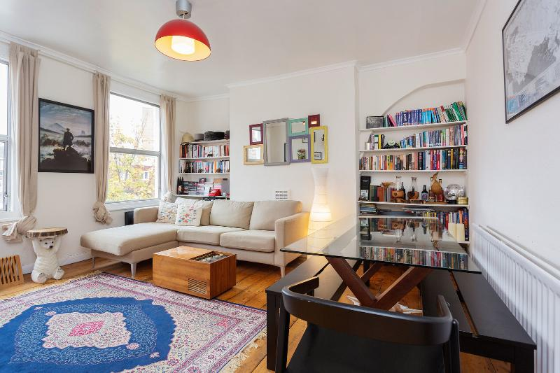 A smart two-bedroom flat in the lively Brixton area. - Image 1 - London - rentals
