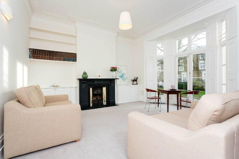 A stunning and bright one-bedroom apartment in St John's Wood. - Image 1 - London - rentals
