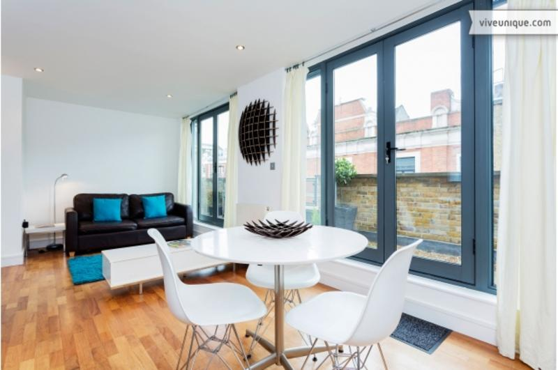 A stylish one-bedroom flat on Hoxton Square. - Image 1 - London - rentals