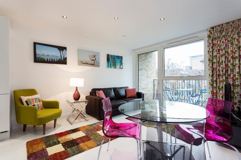 Chic 1 bed with shard view, Porlock Street, London Bridge - Image 1 - London - rentals