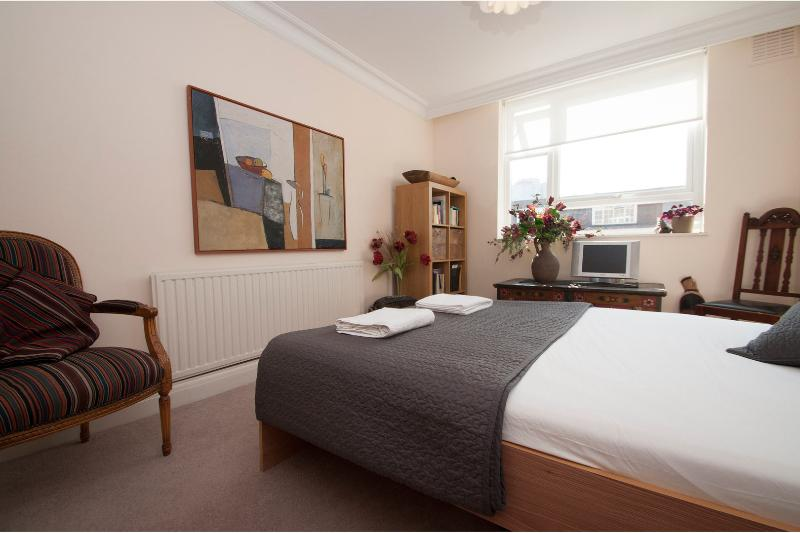Stylishly decorated, central 1 bed in Westminster, Little Venice - Image 1 - London - rentals