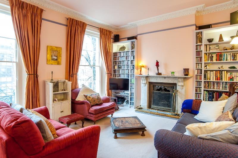 A gorgeous four-bedroom home in Islington. - Image 1 - London - rentals