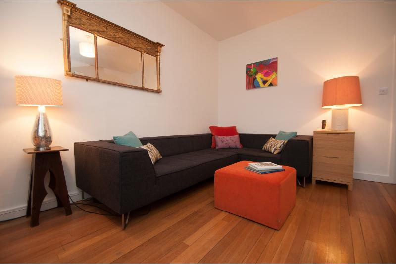 Spacious Holland Park Avenue apartment with roof terrace. - Image 1 - London - rentals