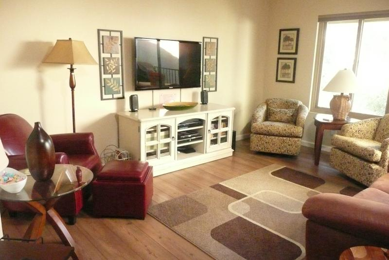 Living room has 46-in HDTV, TiVo DVR, Stereo w/ iPod dock, DVD player & library - The Treehouse at Blacklake Golf Vacation Rental - Nipomo - rentals