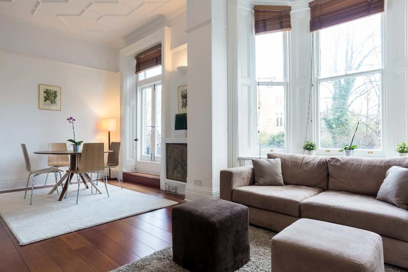 A modern two-bedroom apartment in popular Kensington. - Image 1 - London - rentals