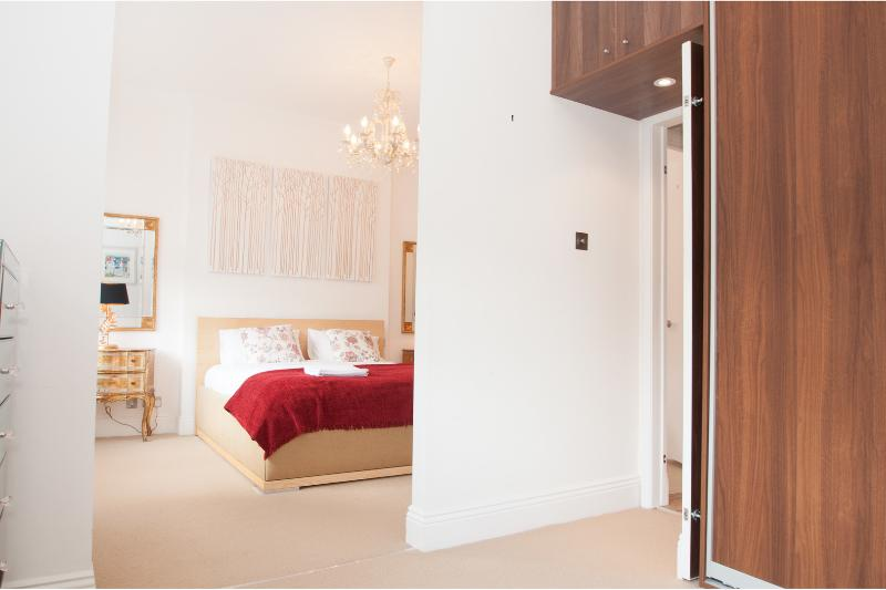 Spacious 4 Bedroom in London - Image 1 - London - rentals