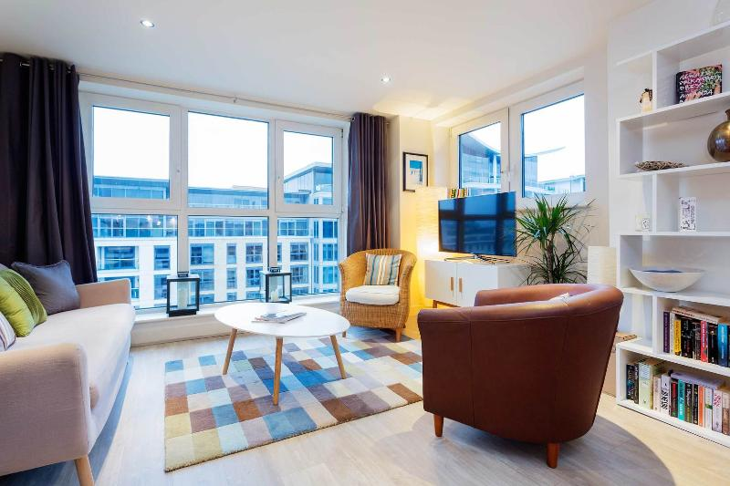 2 bed flat with views, Imperial Wharf, Fulham - Image 1 - London - rentals