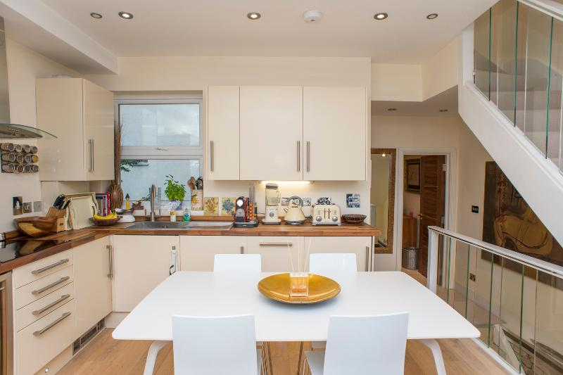 A classic Victorian property with roof terrace dating back to 1890. - Image 1 - London - rentals