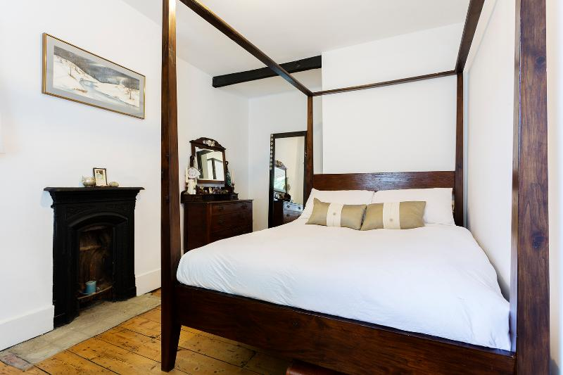 Traditional two-bed home near Hampstead Heath. - Image 1 - London - rentals