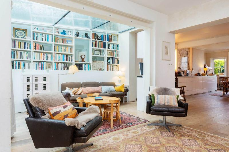 A delightful three-bedroom family home on a stunning street in Hampstead. - Image 1 - London - rentals