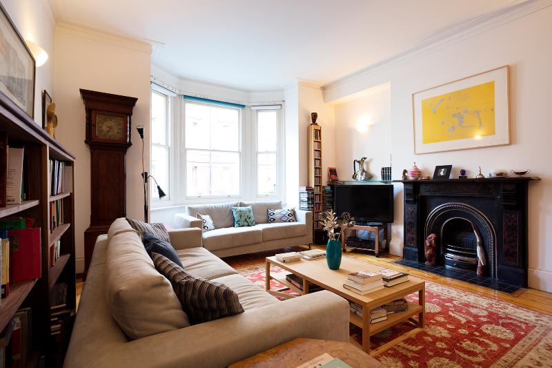 Two-bedroom apartment in the heart of town. - Image 1 - London - rentals