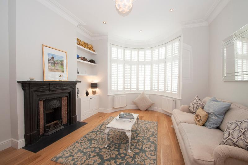 3 bed 3 bath family home with spacious garden, Queens Park - Image 1 - London - rentals