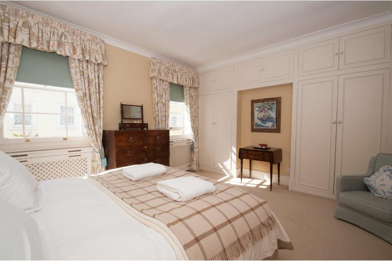 Smith Terrace, Pretty Mews house 3 bed 2 bath, Chelsea - Image 1 - London - rentals
