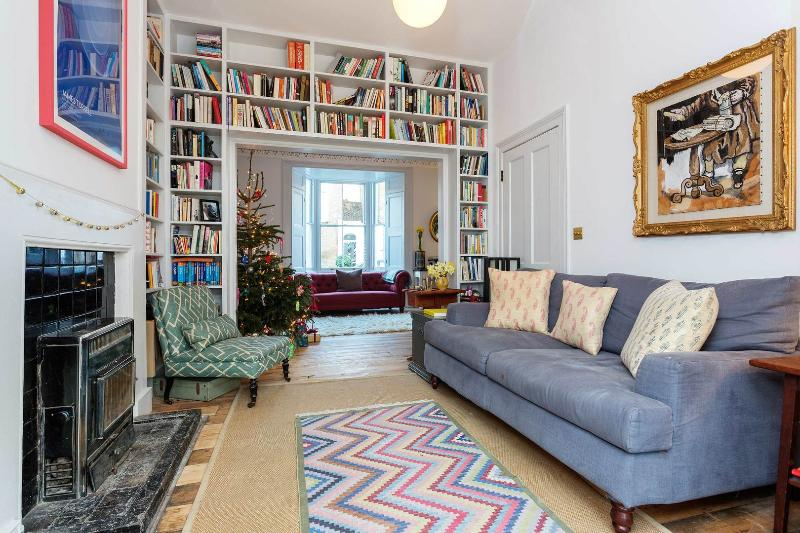 An elegant three-bedroom family home nearby Victoria Park. - Image 1 - London - rentals