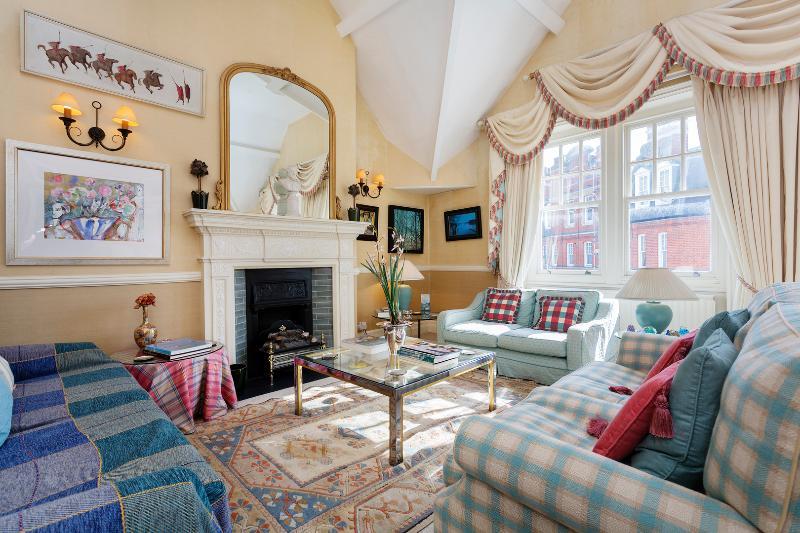3 bed 2 bath flat, Embankment Gardens, Chelsea - Image 1 - London - rentals