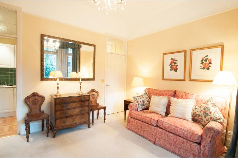 Charming Chelsea, One bed on exclusive Sloane Gardens - Image 1 - London - rentals