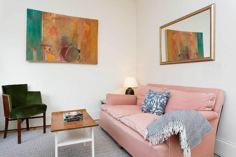 A stylish two-bedroom flat in Queen's Park. - Image 1 - London - rentals