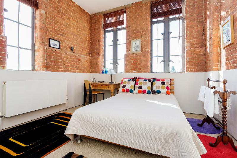 A beautiful one-bedroom loft with amazing views of St Paul's and The Shard. - Image 1 - London - rentals