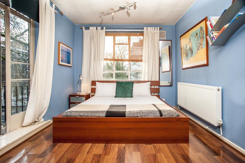 A modest yet contemporary one-bedroom flat near Paddington. - Image 1 - London - rentals
