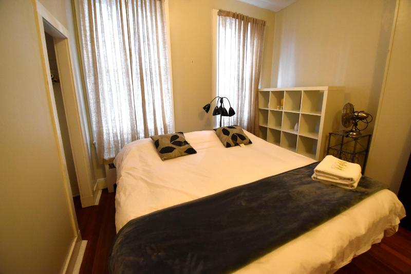 king size bed  high cieling - Best priced 1bed & 1bath sleeps 5  in little Italy - Boston - rentals