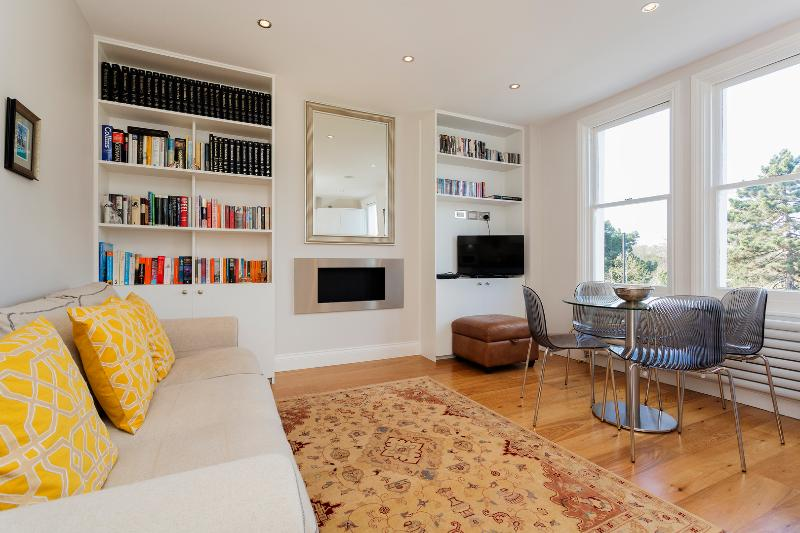 Smart two-bed flat on Fulham Palace Road. - Image 1 - London - rentals