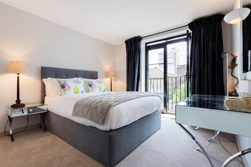 A stylish one-apartment with views of the Shard. - Image 1 - London - rentals
