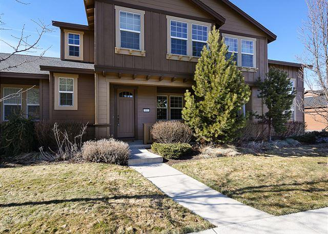 Lovely Downtown - In Downtown! Modern Home Comfort with Easy Access to Everything Bend! Hot tub - Bend - rentals
