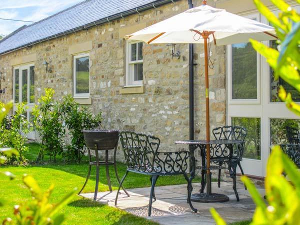 MILL COTTAGE, stone-built, en-suite, countryside setting, romantic retreat, hot tub, near Richmond, Ref 912544 - Image 1 - East Layton - rentals
