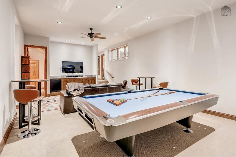 Even on the lower level you can experience the highs of competition in the game room. - Spacious 5 bedroom, 4.5 bath home in Arrowhead, shuttle ride from slopes - The Ridgeside Retreat - Edwards - rentals