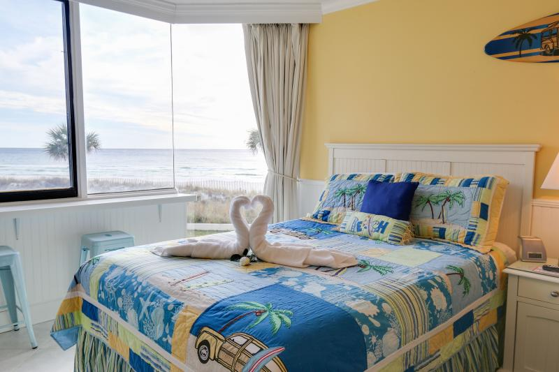 Newly Renovated studio...on the Beach!!! - End of Season: $80/wkday & $95/wknd + tx & clean - Panama City Beach - rentals