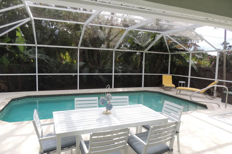 Heated pool surrounded by lush landscaping, very private and quiet - PRIVATE POOL HOME * 175 USD A NIGHT TO 11/20/16 - Naples - rentals