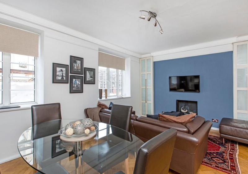 Buckingham Palace 2 Bedroom 2 Bathroom (2984) - Image 1 - London - rentals
